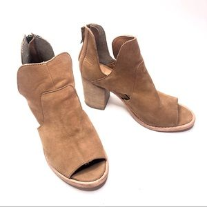Rebels Ramzi tan cut out leather bootie size 8